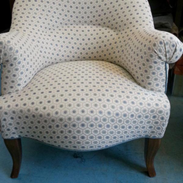 Réfection d'un fauteuil crapaud coloris écru